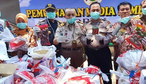 Foto Lagi, Karantina Surabaya Kementan Musnahkan 59 Paket Tanpa Dokumen di Kediri