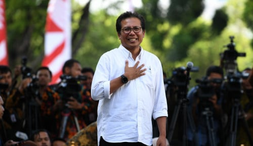 Foto Jubir Presiden Bantah Isu Reshuffle Kabinet