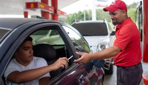 Hanya di Venezuela! Warga Bisa Beli BBM dengan Rokok