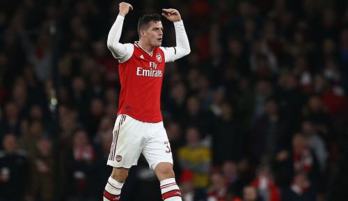 Foto Legenda Arsenal Desak Emery Copot Ban Kapten dari Lengan Xhaka