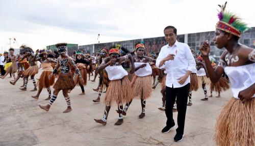 Foto Jokowi Bolak-Balik ke Papua, Ketua DPR Papua: Masalah Selesai?