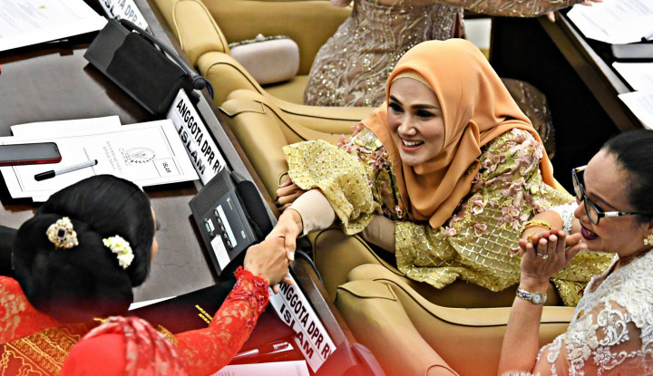 Beneran Nih, Kalau Polisi Mau Periksa Mulan Jameela Harus Seizin Jokowi? - Warta Ekonomi