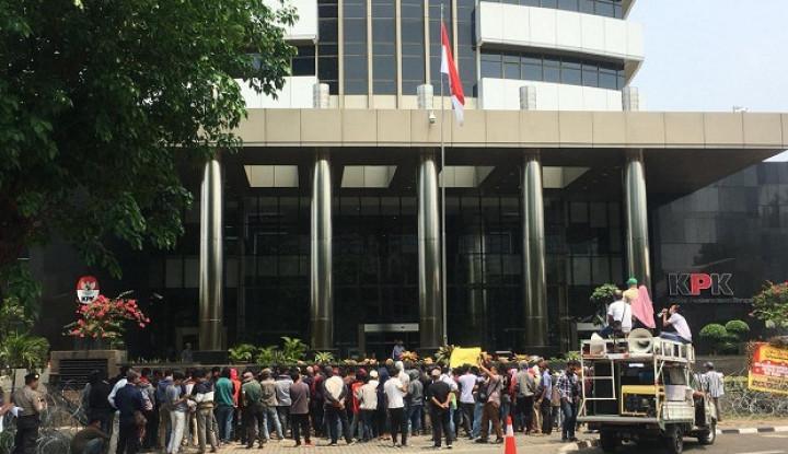 Tuntut Walikota Tasikmalaya Ditahan, Massa Ricuh di KPK - Warta Ekonomi