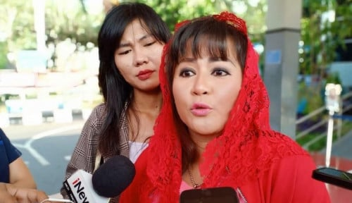 Foto Aksi Dewi Tanjung Tak Berujung! Warganet: Fitnahnya Jahat, Kok Polisi Enggak Menindak?