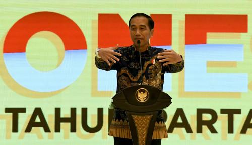 Foto Ditanya soal Penghargaan Asian of the Year, Jokowi Malah Ambil Rengginang