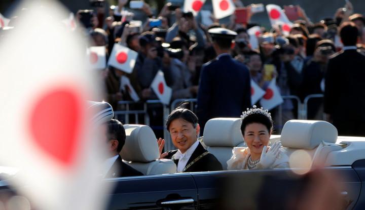 Warga Tokyo Tumpah Ruah Saksikan Parade Penobatan Kaisar Naruhito - Warta Ekonomi