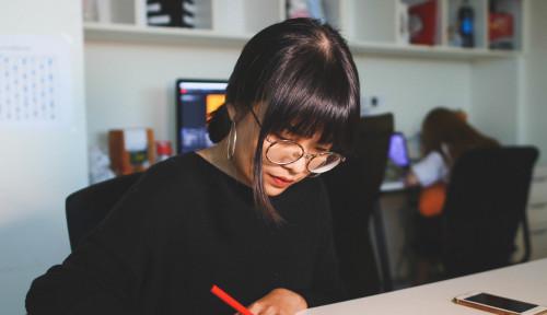 Foto Jepang Tak Izinkan Pegawai Wanita Mengenakan Kacamata saat Bekerja, Begini Penjelasannya