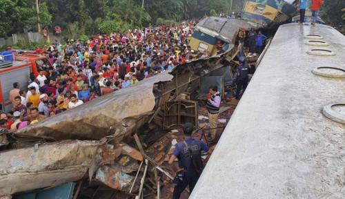 Foto 15 Tewas, 58 Luka-luka Akibat Tabrakan Kereta Dahsyat di Bangladesh