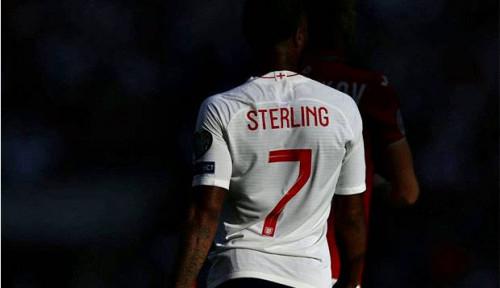 Foto Sterling Dicoret dari Skuat Timnas Inggris, Southgate Beri Penjelasan