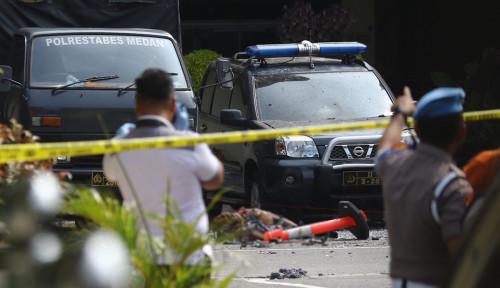 Foto Polisi Periksa Rumah Pelaku Bom Bunuh Diri