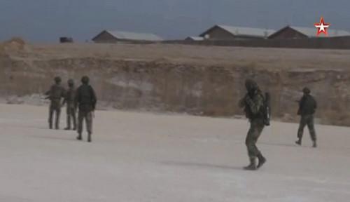 Foto Polisi Militer dan Ahli Bom Rusia Duduki Pangkalan Militer AS di Suriah
