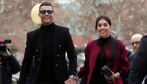 Sang Istri Bongkar Kejadian Memalukan Bersama Ronaldo, Kayak Apa Ya?