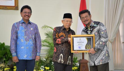 Foto Kementan Raih Penghargaan KIP dari Wapres sebagai Badan Publik Informatif