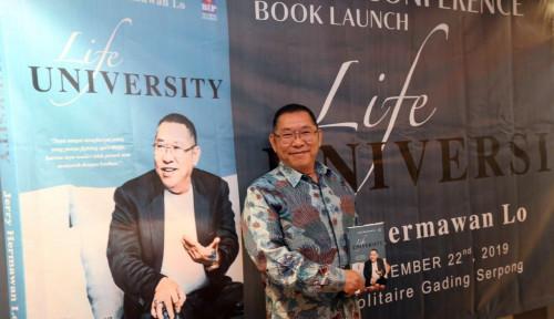 Bos JHL Group Terbitkan Buku Biografi 'Life University'