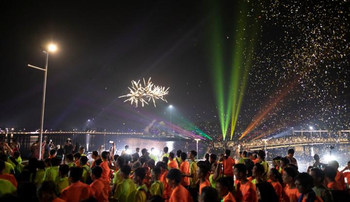 Run! 2500 Pelari Lari pada Meikarta Night Run 2019 - Warta Ekonomi