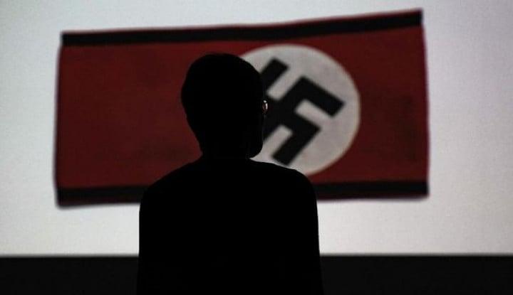 Bernasib Sial, Punya Wajah Mirip Hitler, Patung Mendiang Sang Ayah Akhirnya Disingkirkan