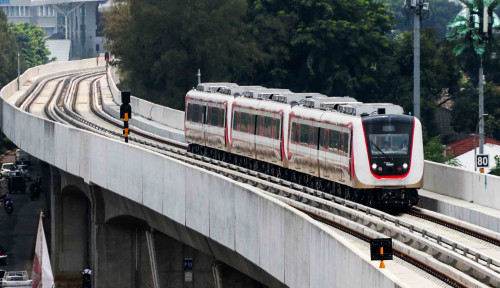 Foto Naik LRT Jakarta Gak Gratis Lagi, Tapi...