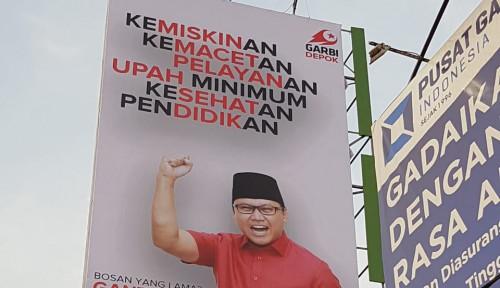 Foto Copot Baliho Garbi, Pemkot Depok Berlagak Otoriter