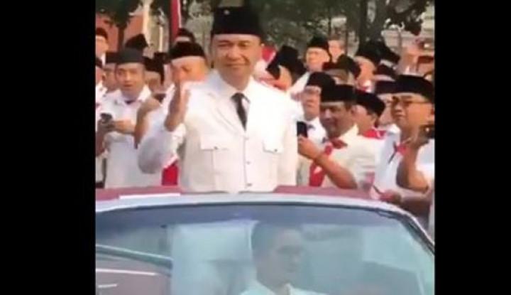 Buset!! Gaya Ari Askhara Naik Mobil Garuda 1, Ngalahin Presiden! - Warta Ekonomi