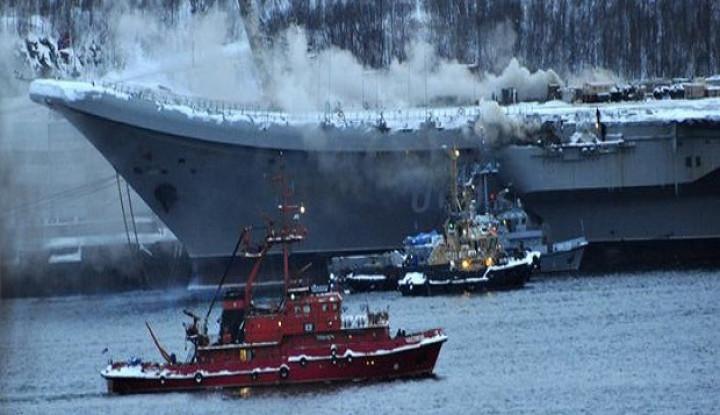 Gara-gara Ini Rusia Harus Susah Payah Padamkan Api di Atas Kapal Induknya