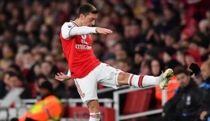 Mantan Pelatih Arsenal Pernah Pertanyakan Komitmen dan Etika Ozil
