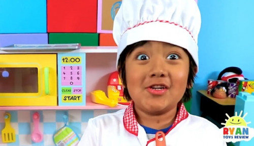 Foto Bocah 8 Tahun Ini Raup Cuan Ratusan Miliar dan Jadi YouTuber Terkaya di Dunia!
