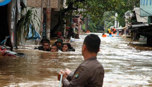Foto OMG! Dampak Banjir, Pengusaha Ritel Rugi hingga Rp1 Triliun