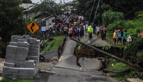 Foto Diterpa Banjir Bandang dan Longsor, Lima Desa di Lebak Terisolir