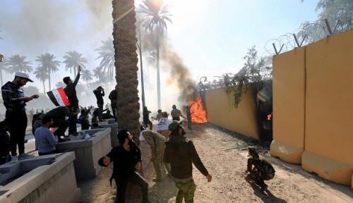 Foto Sejumlah Orang Terluka dalam Serangan Roket Dekat Kedubes AS di Baghdad