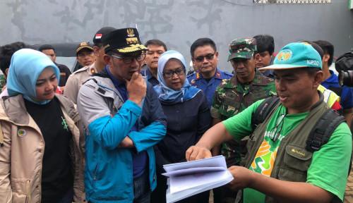 Foto Tinjau Korban Banjir, Emil: Kab Bogor Paling Parah