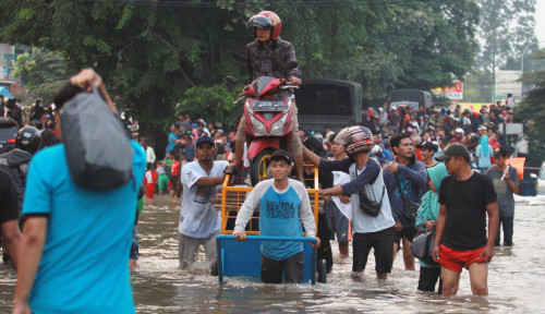 Foto Jakarta Banjir, 3.565 Jiwa Mengungsi