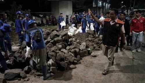 Foto Tak Terima Ahok Lebih Jago, PKS Bilang: Pengungsi Banjir Sedikit di Zaman Anies