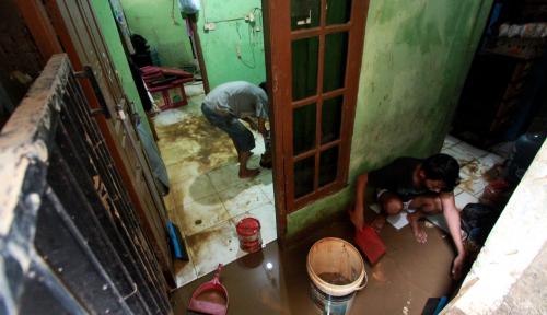 Sudah Covid Tertimpa Banjir, Bagaimana Siasat Warga Pengungsi Banjir saat Pandemi?