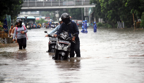 Diguyur Hujan, Jalanan Padat dan Kawasan Citraland Banjir