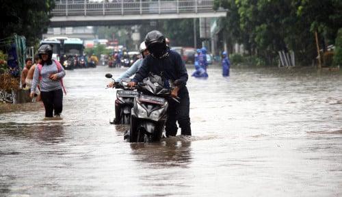 Foto BNPB Minta Warga Jabodetabek Waspadai Hujan Ekstrem Beberapa Jam ke Depan