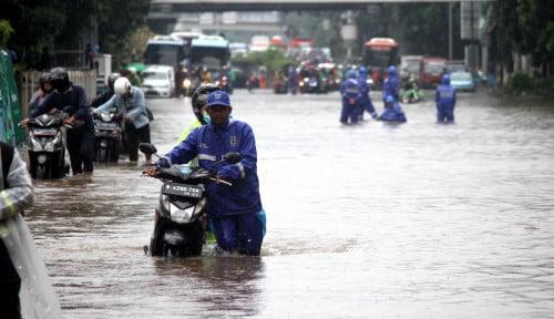 Foto Dinding Saluran Roboh Penyebab Underpass Tol Cawang Banjir