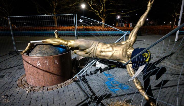 Vandalisme Suporter, Patung Ibrahimovic Terjatuh dan Rusak Diduga Fans Kecewa... - Warta Ekonomi