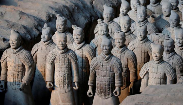 Arkeolog Temukan 200 Tentara Terakota di Makam Kaisar Pertama China - Warta Ekonomi