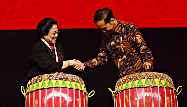 Kisruh Pembakaran Bendera PDIP, Kenapa Mega-Jokowi Masih Bungkam?