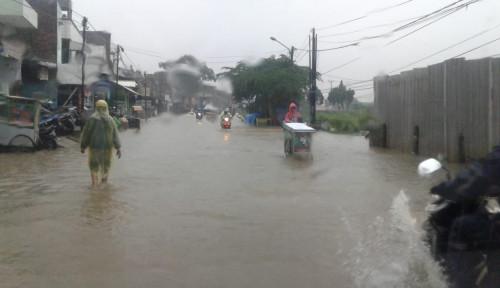 Foto Jakarta Banjir di Mana-mana, PLN Putuskan Sambungan Listrik. Ini Daftarnya