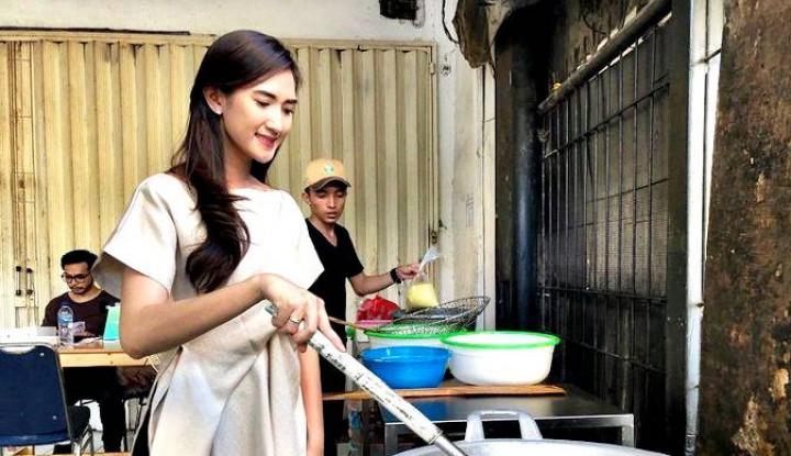 Foto Berita Sempat Viral, Wanita Cantik Penjual Tahu Ini Ternyata Pemiliknya Lho!