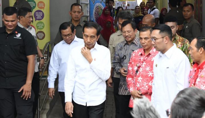 Melayat ke Rumah Duka Gus Sholah, Jokowi Ajak Menteri Kabinet - Warta Ekonomi