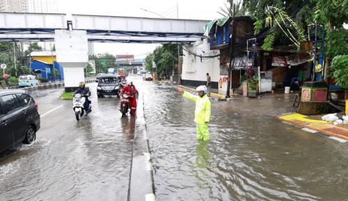 Foto Catat! Ini Titik Genangan di Sekitar Tol Wiyoto Wiyono