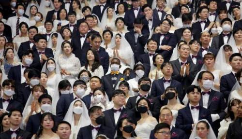 Foto Nikah Massal di Tengah Gempuran Corona, Ribuan Pengantin Korsel Mesti Pakai Masker