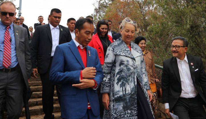 Dentuman Meriam Sambut Kedatangan Jokowi di Canberra - Warta Ekonomi