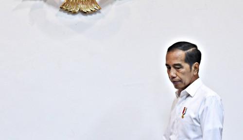 Foto Bagi-Bagi Sembako di Jalanan, Aksi Jokowi Viral