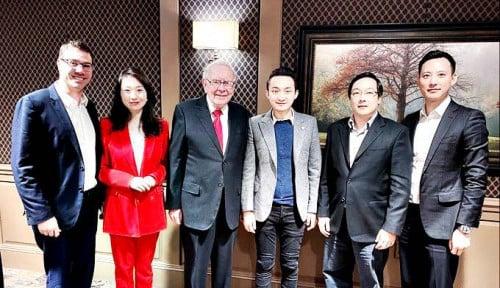 Foto Banyak Duit! Bos Bitcoin Rela Keluarkan Uang Rp64 Miliar Buat Makan dengan Warren Buffett