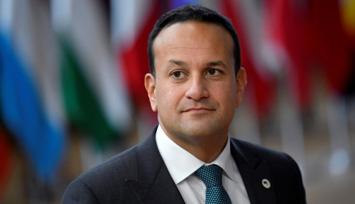Foto Bantu Negaranya Lawan Corona, PM Irlandia Kembali Turun Tangan Jadi Dokter