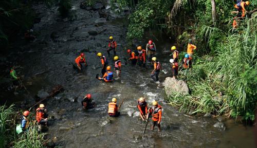Foto Serius Tangani Korban, 45 Lembaga Ini Ikut Lakukan Evakuasi Siswa SMPN 1 Turi