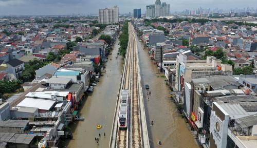 Foto Lha Kok Manajemen LRT Senang Jakarta Banjir?